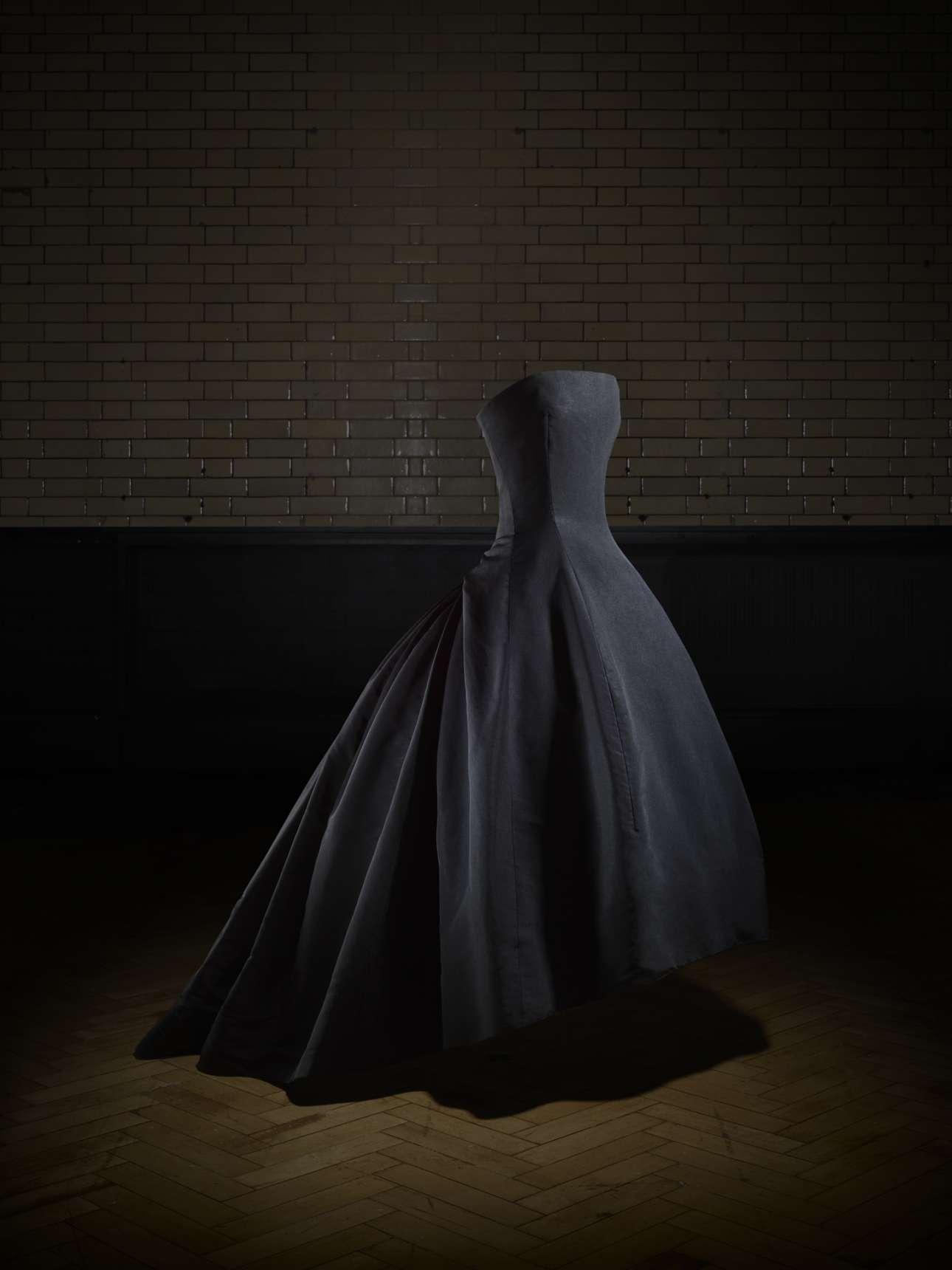 «Soirée de Décembre»: Βραδινό φόρεμα από την κολεξιόν υψηλής ραπτικής Φθινόπωρο/Χειμώνας του 1954, δώρο στο V&Α από τη θρυλική χορεύτρια Μαργκότ Φοντέιν