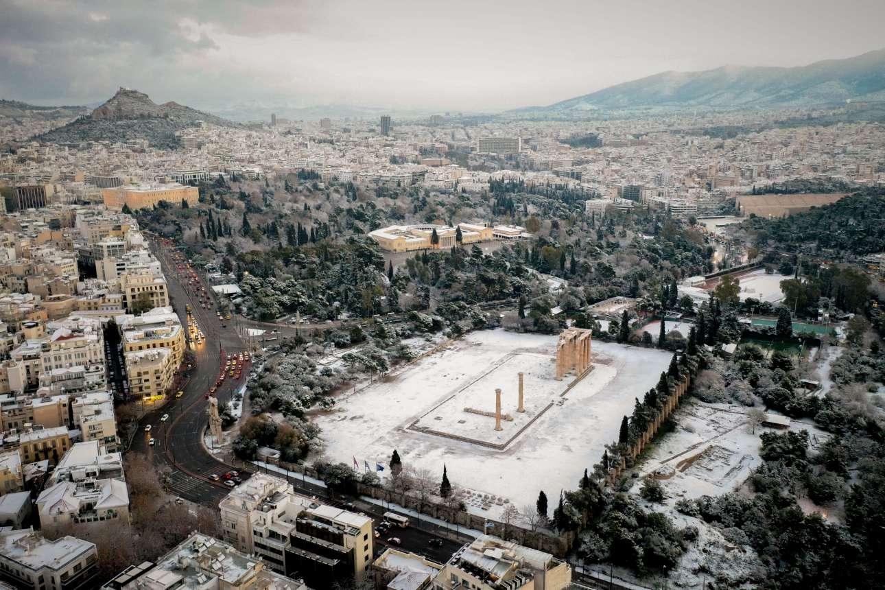 Ο Ναός του Ολυμπίου Διός, το Ζάππειο και αριστερά η Βουλή το πρωί της Τρίτης