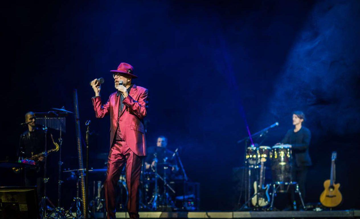 Λίγο πριν τα μεσάνυχτα, ο Ιταλός Μάριο Μπιόντι ξεσήκωσε το κοινό με τις σόουλ και τζαζ χορευτικές επιτυχίες του