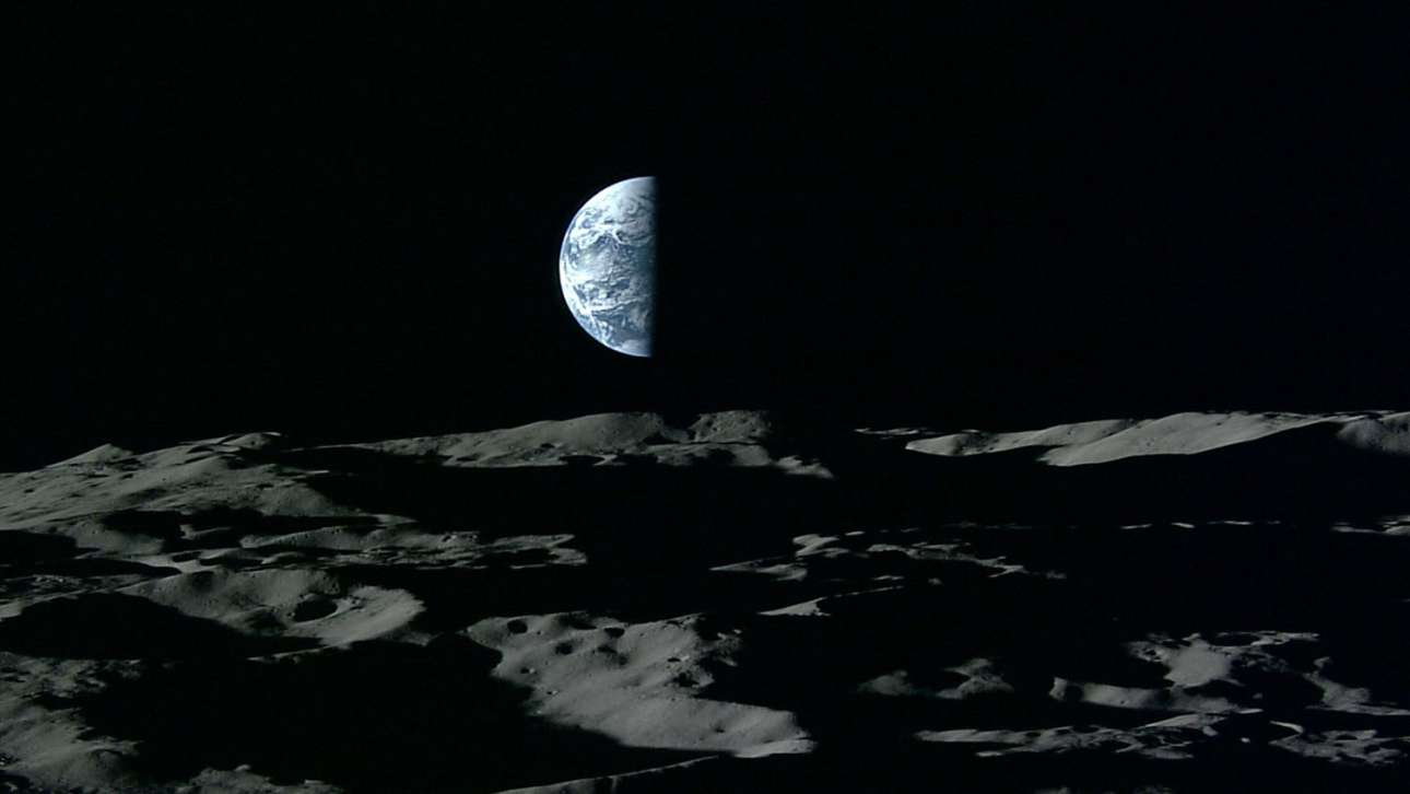 Νοέμβριος 2017: μία εικόνα υψηλής ευκρίνειας της Γης, όπως την αιχμαλώτισε το ιαπωνικό μη επανδρωμένο διαστημόπλοιο Kaguya, το πρώτο όχημα που μπορούσε να μεταδώσει έγχρωμο βίντεο υψηλής ευκρίνειας καθώς βρισκόταν σε σεληνιακή τροχιά