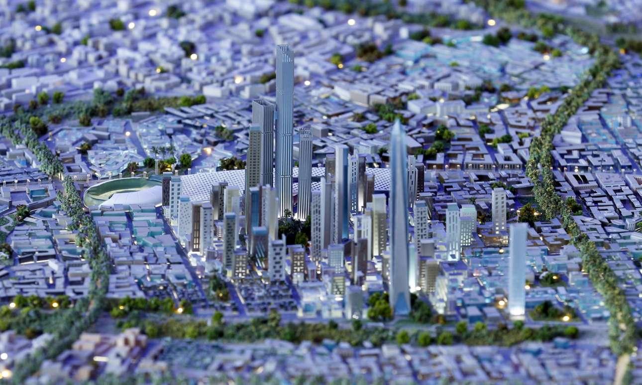 Μέχρι το 2019 η Αίγυπτος θα έχει μια νέα πρωτεύουσα, ικανή να στεγάσει 6,5 εκατομμύρια ανθρώπους, στην έκταση μεταξύ του ποταμού Νείλου και της διώρυγας του Σουέζ, ανατολικά του Καΐρου. Η καινούργια πόλη ονομάζεται προσωρινά ΝΔΠ-Νέα Διοικητική Πρωτεύουσα και θα είναι η μεγαλύτερη τεχνητή πόλη στον πλανήτη. Εκεί θα βρίσκεται επίσης ο ψηλότερος μιναρές της Αιγύπτου και ένα θεματικό πάρκο μεγαλύτερο από την Disneyland