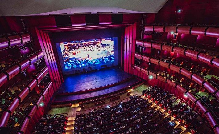 Η συναυλία της Φιλαρμονικής Ορχρήστρας του Βερολίνου μεταδόθηκε στην κεντρική αίθουσα της Εθνικής Λυρικής Σκηνής
