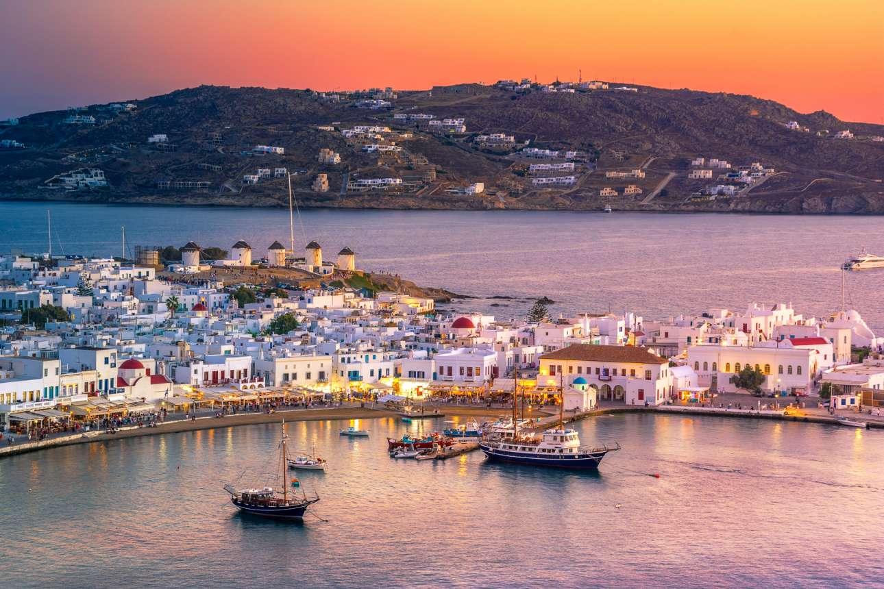 Από τους πιο αγαπημένους και δημοφιλείς προορισμούς της Μεσογείου, η Μύκονος με τη «μίνιμαλ κυκλαδίτικη κομψότητα» της δεν θα μπορούσε να λείπει από τη λίστα