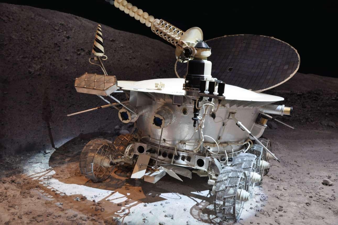 10 Νοεμβρίου 2018. Το μοντέλο του σοβιετικού σεληνιακού rover Lunokhod 1, στο μουσείο Αστροναυτικής της Μόσχας. Το  Lunokhod 1 ήταν ένα από τα δύο σοβιετικά ρόβερ που διέσχισαν την επιφάνεια της Σελήνης, εξοπλισμένα με κάμερες και όργανα για να τεστάρουν το έδαφος