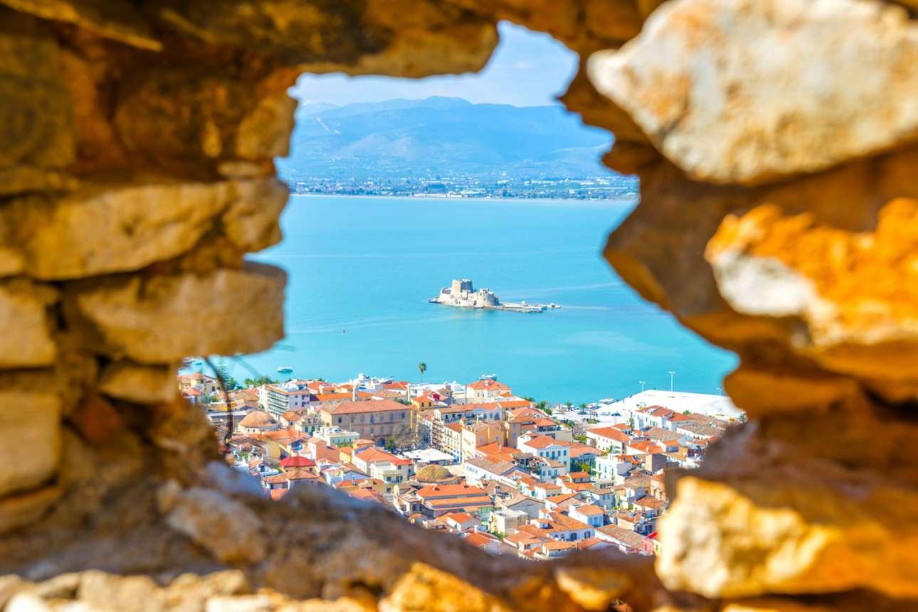 Να εξερευνήσουν την πρώτη πρωτεύουσα της Ελλάδας, το Ναύπλιο, και να απολαύσουν τη θέα από το Παλαμήδι προτείνει η Telegraph στους αναγνώστες της