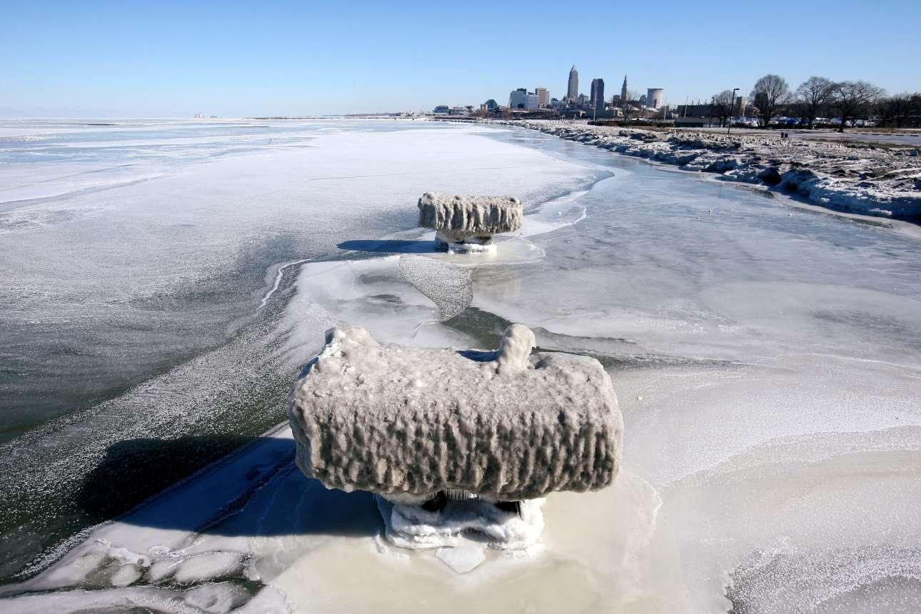 Πάγος έχει καλύψει και τη λίμνη στο Κλίβελαντ του Οχάιο