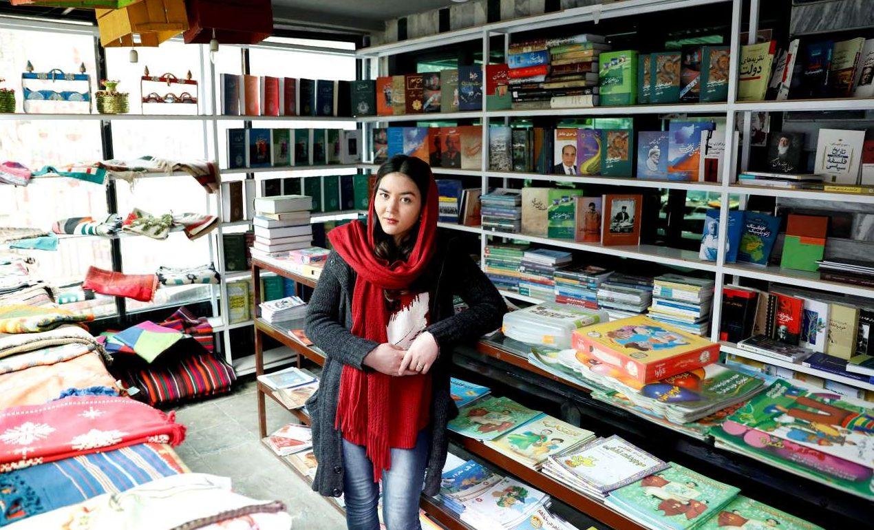 Ζαργκόνα Χαϊντάρι, ετών 22, υπάλληλος σε βιβλιοπωλείο: «Δεν είμαι πολύ αισιόδοξη για την ειρήνη σε αυτή τη χώρα. Δεν πιστεύω ότι οι Ταλιμπάν θα συμφωνήσουν με την κυβέρνηση»