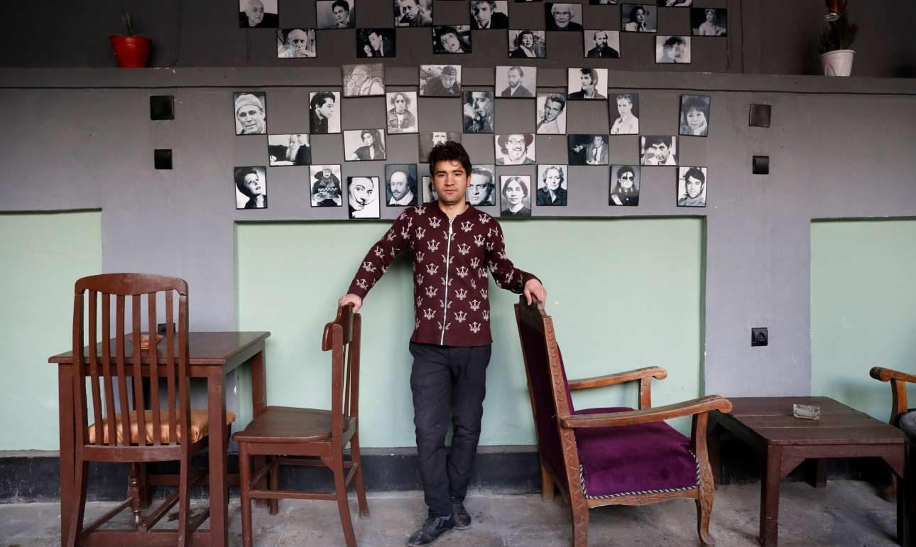 Ανός Σαργουάρι, ετών 23, υπάλληλος σε καφέ: «Διψούμε για ειρήνη. Θέλουμε ειρήνη ώστε οι άνθρωποι να μπορούν να έχουν τις δικές τους επιχειρήσεις και να ζουν άνετα»