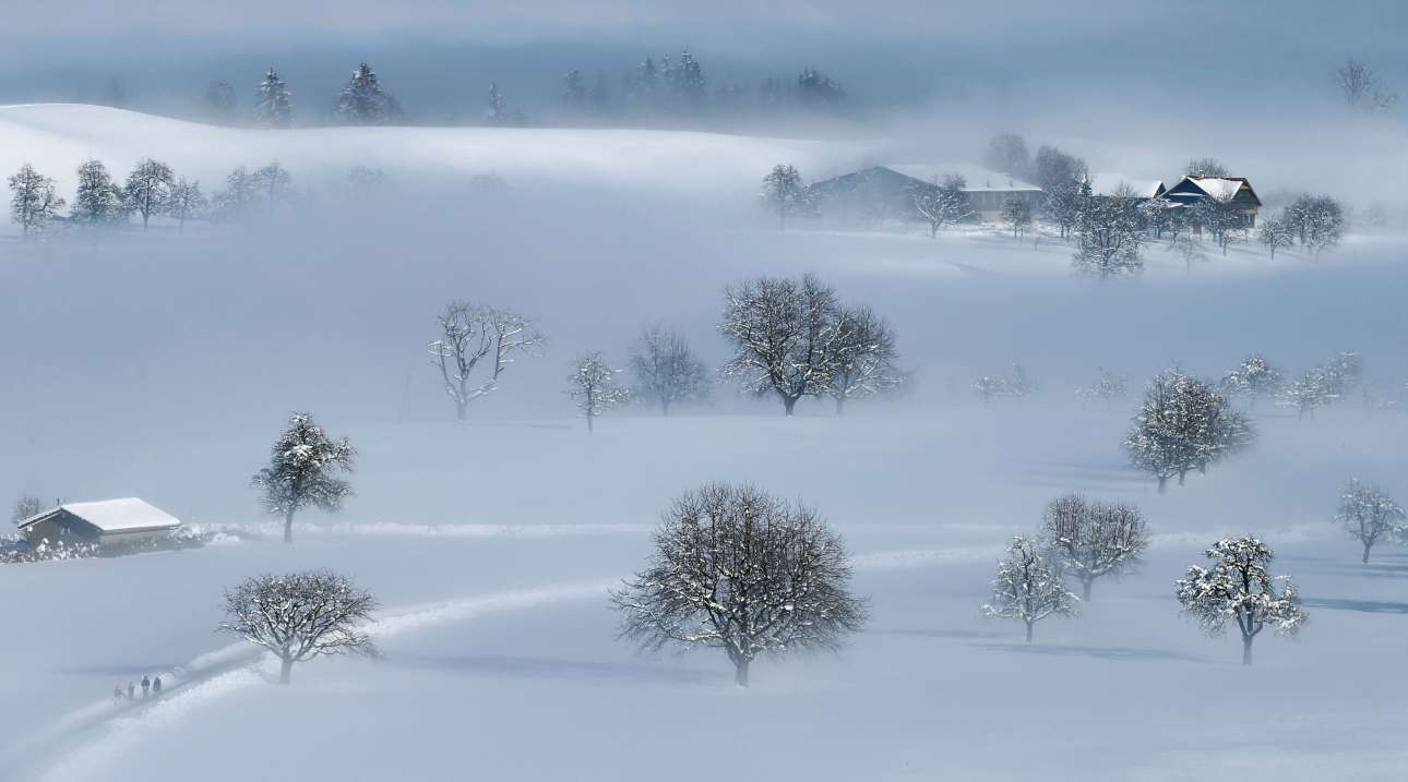 Τετάρτη, 6 Φεβρουαρίου, Ελβετία. Πανέμορφο χιονισμένο σκηνικό στην περιοχή Menzingen