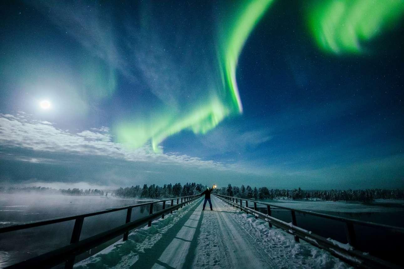 Παρασκευή, 15 Φεβρουαρίου, Φινλανδία. Το Βόρειο Σέλας (Aurora Borealis) κάνει τα μαγικά του στον ουρανό πάνω από τη Λαπωνία