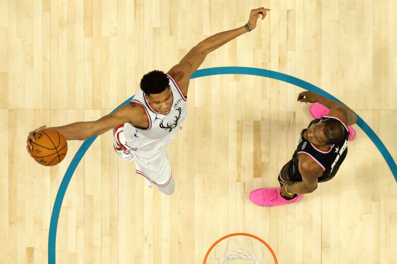 Δευτέρα, 18 Φεβρουαρίου, ΗΠΑ. Η συγκλονιστική παρουσία του Γιάννη Αντετοκούνμπο στην γιορτή του αμερικανικού μπάσκετ δε συνοδεύτηκε με νίκη, καθώς η Team LeBron (Δύση) επιβλήθηκε με 178-164 της Team Giannis (Ανατολή)
