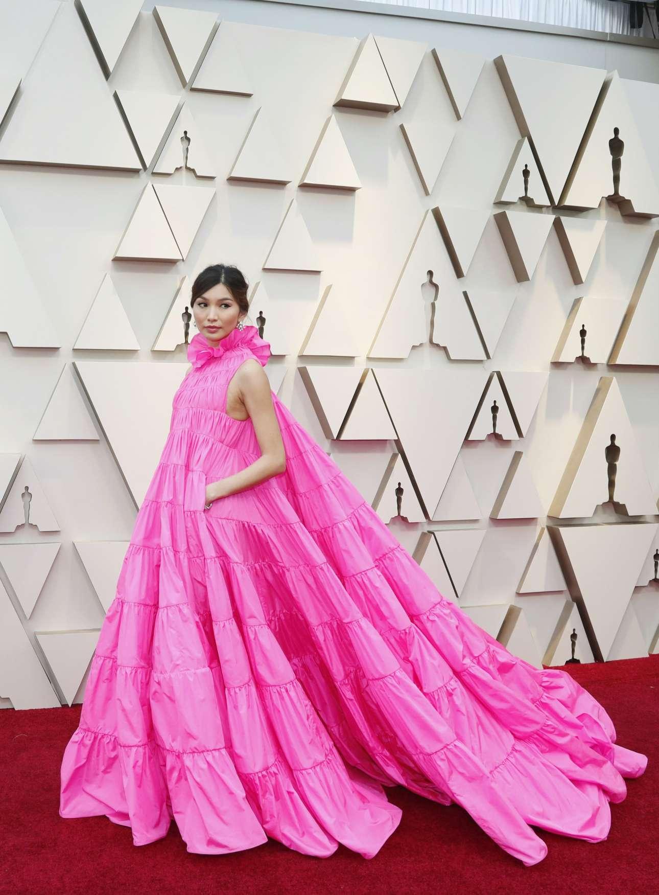 Η βρετανίδα ηθοποιός Τζέμα Τσαν με ένα φαντασμαγορικό φούξια φόρεμα Valentino