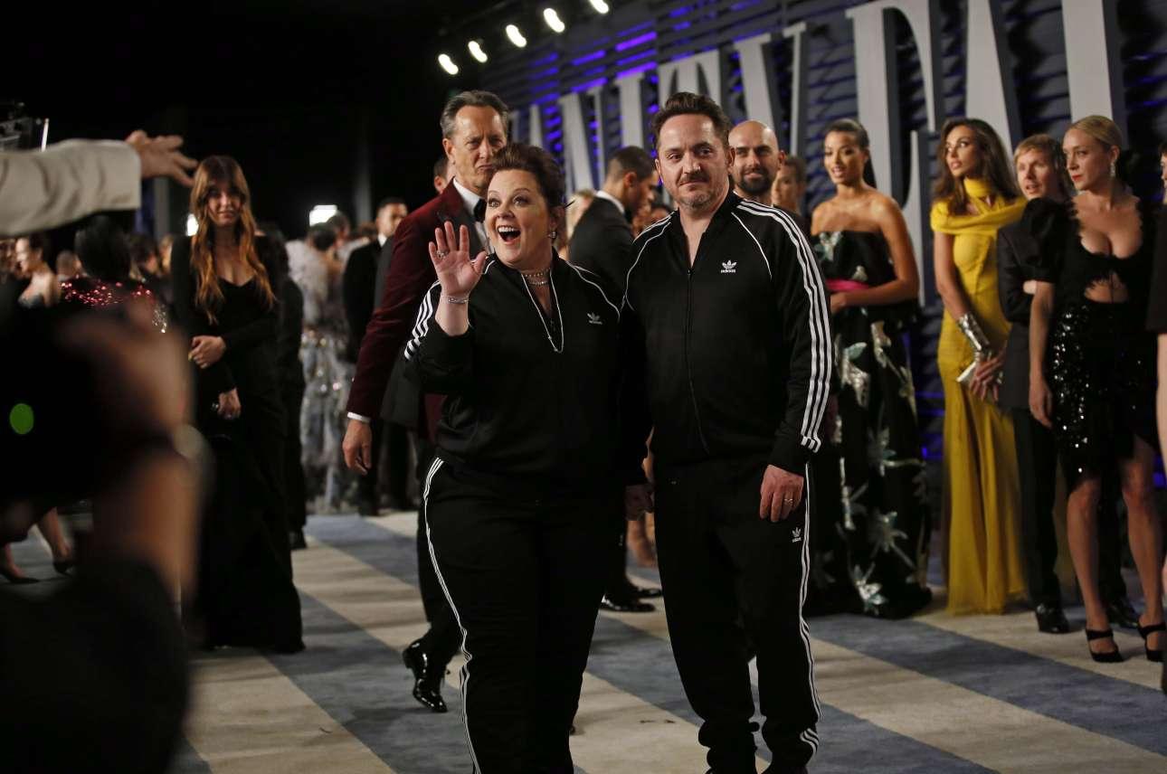 Η εμφάνιση της βραδιάς! Η Μελίσα ΜακΚάρθι (υποψήφια για Οσκαρ α' γυναικείου ρόλου) και ο Μπεν Φαλκόνε καταφθάνουν στο πάρτι, φορώντας αθλητική φόρμα!