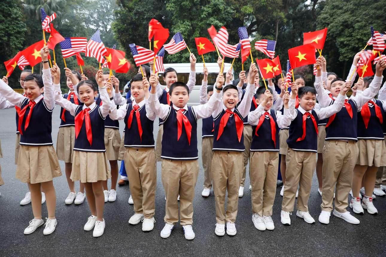 Δύσκολα θα συναντήσεις ξανά σημαίες της Βόρειας Κορέας και των ΗΠΑ να ανεμίζουν παρέα