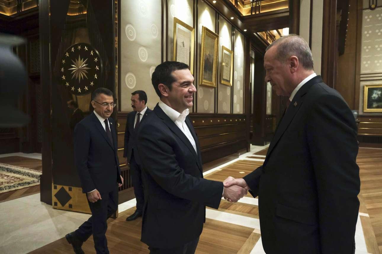Ο Ταγίπ Ερντογάν καλωσορίζει τον Αλ. Τσίπρα. Μέσα στο Μέγαρο