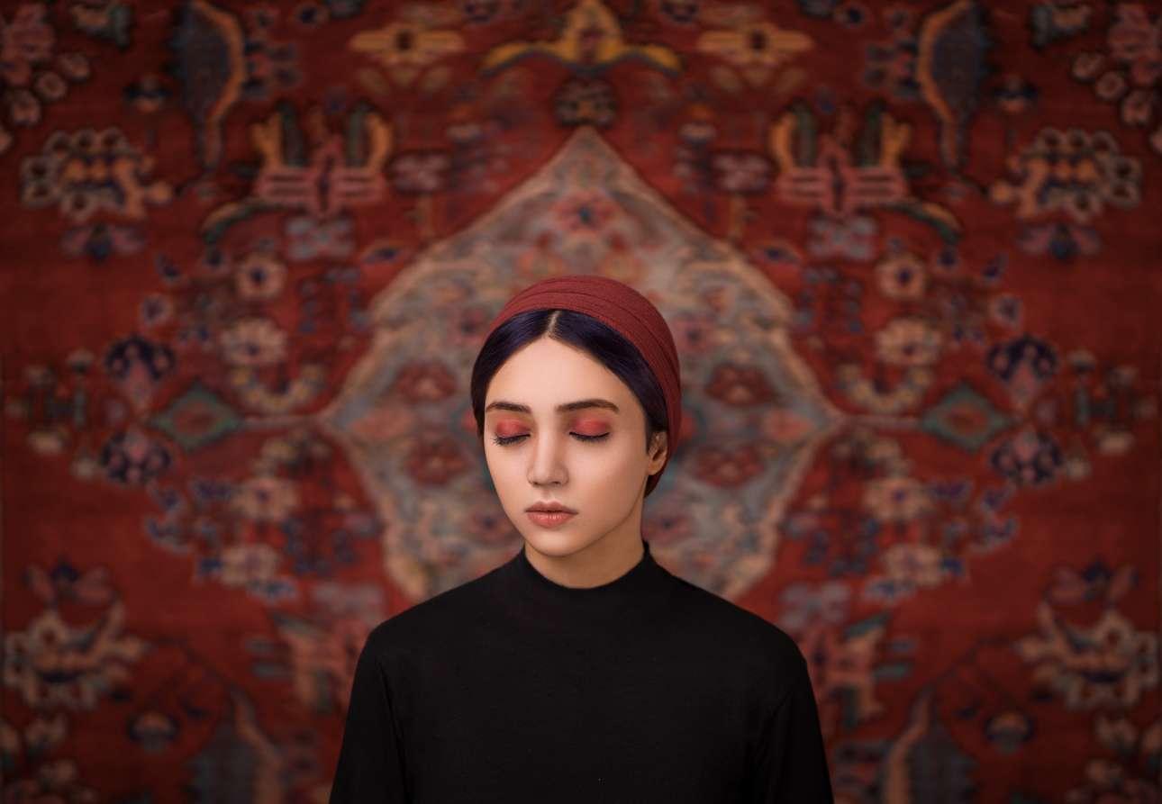 Ενα ποτρτέτο που έχει ως στόχο να αναδείξει τις γυναίκες του Ιράν και τον ιρανικό πολιτισμό
