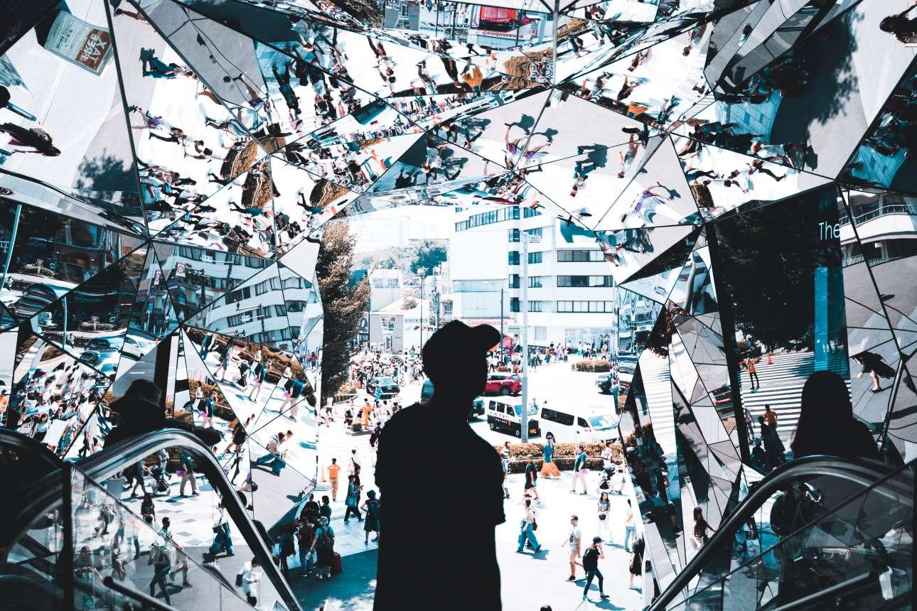 Η απίστευτη είσοδος με καθρέφτες του εμπορικού κέντρου Tokyο Plaza στο Τόκιο