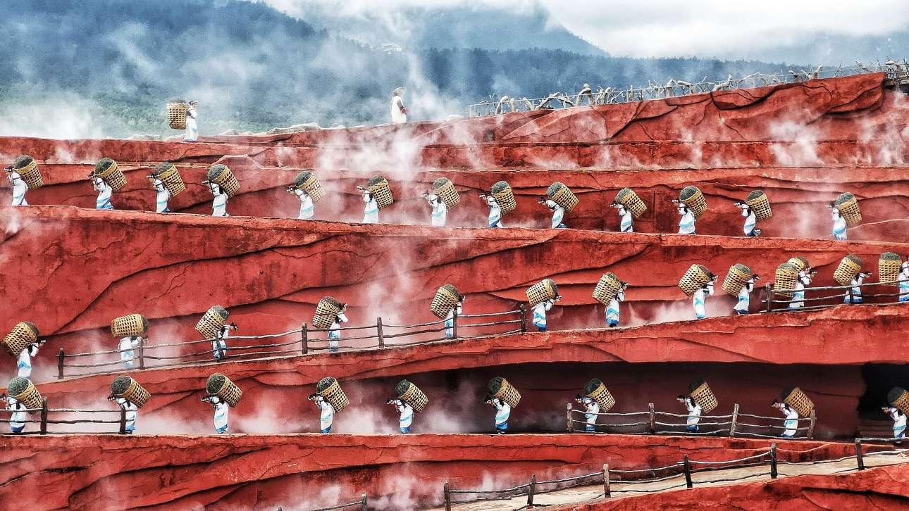 «Συνέργεια της Ανθρωπότητας». Συνεργασία και συντονισμός: φυλή στη Γιουνάν της Κίνας εν ώρα εργασίας