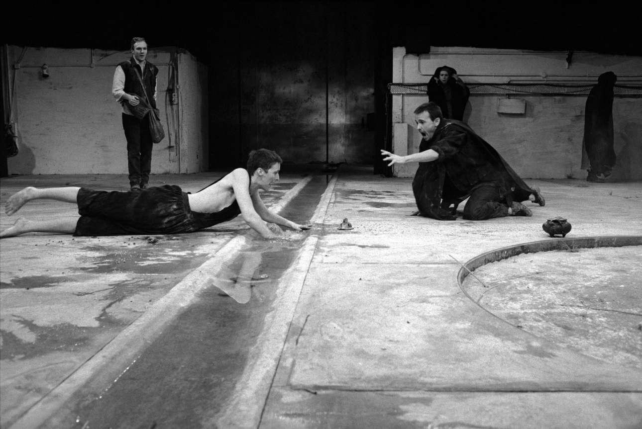 Η Φιόνα Σο πρωταγωνιστεί στην «Ηλέκτρα» του Σοφοκλή το 1988, στο Κέντρο τεχνών Μπάρμπικαν