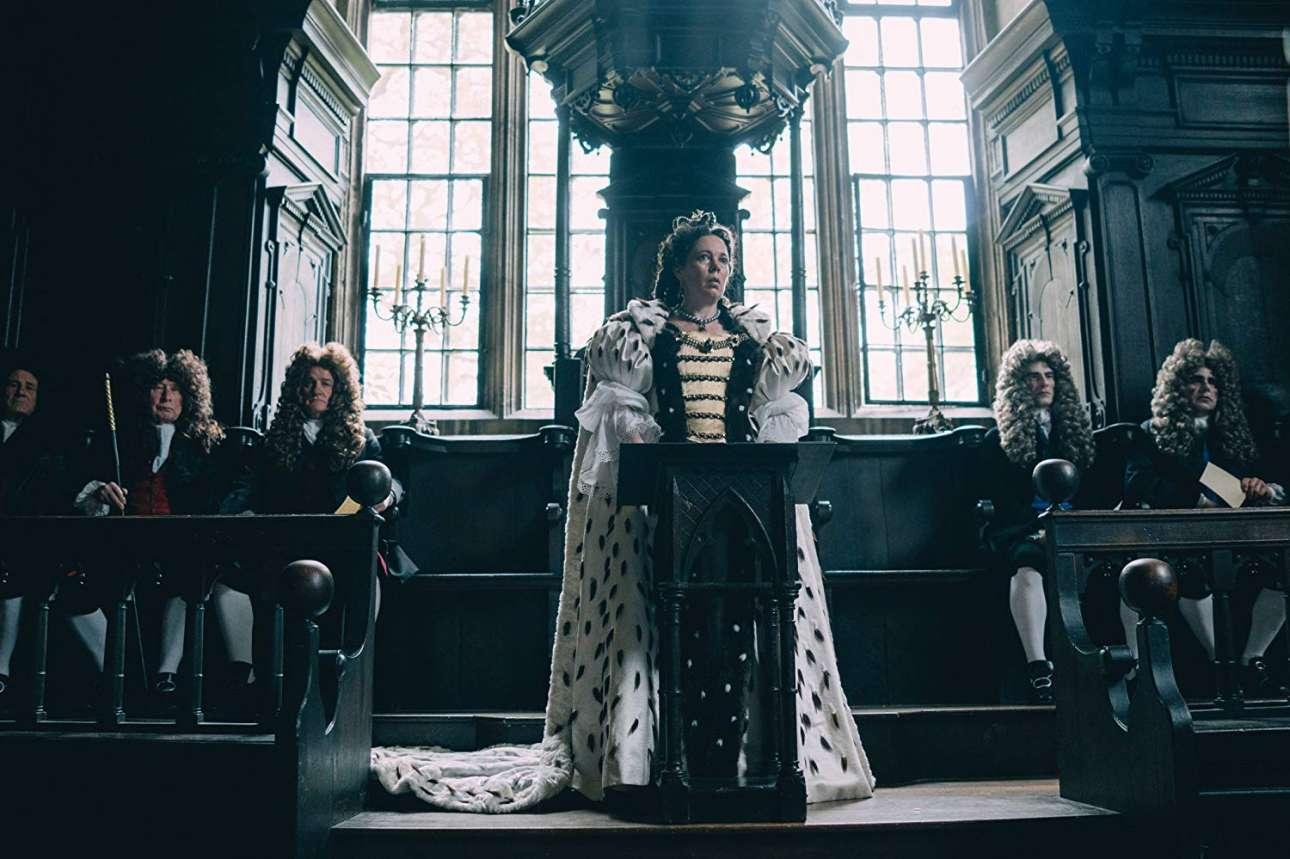 «Η Ευνοούμενη»: στις αρχές του 18ου αιώνα η φιλάσθενη και συναισθηματικά ασταθής βασίλισσα Αννα βρίσκεται μπλεγμένη σε ένα παιχνίδι εξουσίας ανάμεσα στην έμπιστη φίλη της και δούκισσα του Μπάρλμπορο, Σάρα και την ξεπεσμένη νεαρή λαίδη Αμπιγκέιλ που καταφθάνει στο παλάτι γεμάτη πανούργα σχέδια