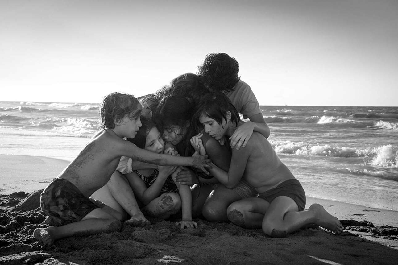 Η ταινία «Ρόμα» ακολουθεί την ιστορία μίας οικιακής βοηθού στο σπίτι μιας οικογένειας μεσαίας τάξης στην Πόλη του Μεξικού, κατά τη διάρκεια της πολιτικής αναταραχής στην αρχή της δεκαετίας του 1970. Πέρα από σκηνοθέτης και σεναριογράφος του «Ρόμα», ο Αλφόνσο Κουαρόν ανέλαβε και χρέη διευθυντή φωτογραφίας για την υπέροχη ασπρόμαυρη ταινία του
