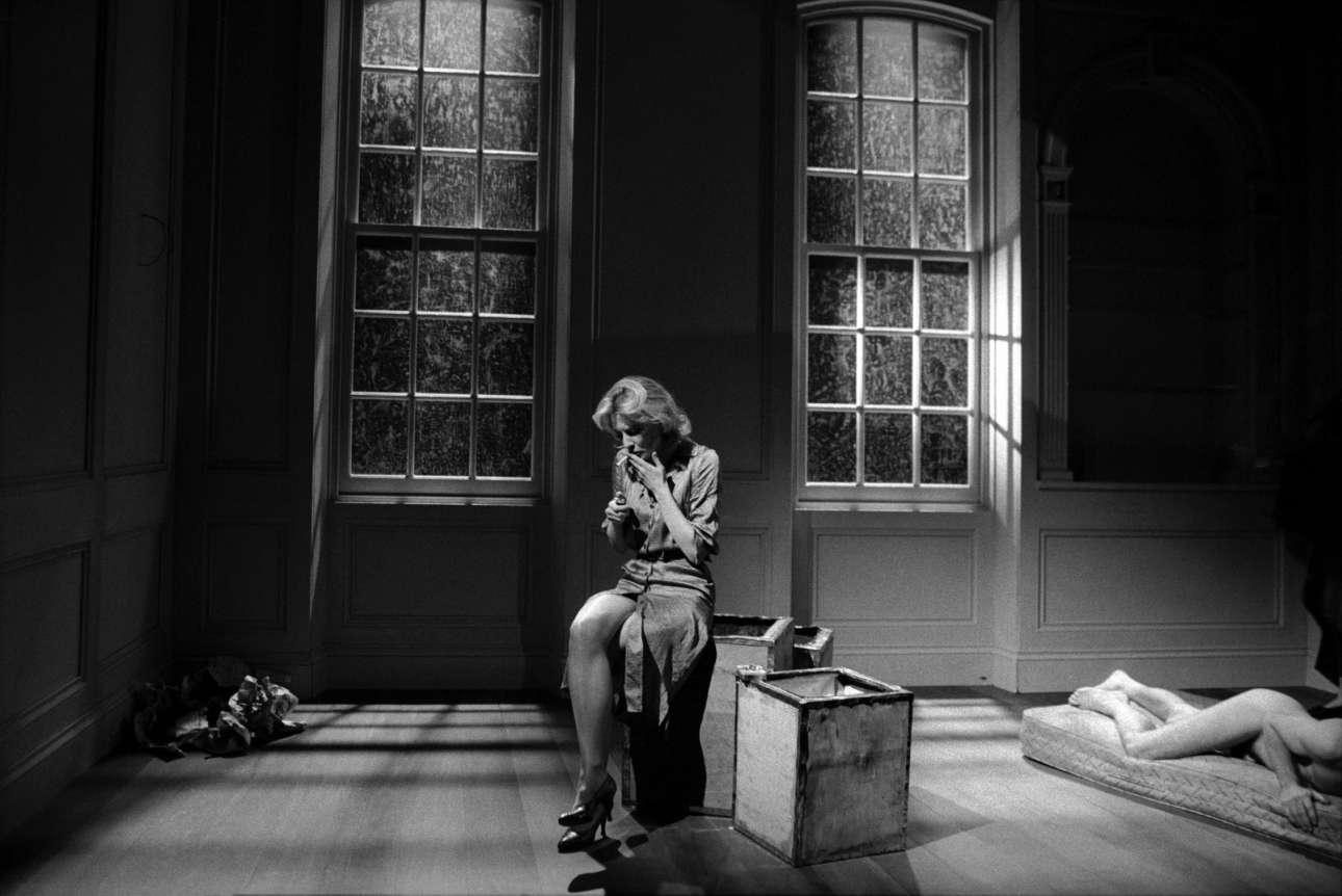 Η σπουδαία Κέιτ Μπλάντσετ στη σκηνή του θεάτρου Albery στο Λονδίνο το 1999, στην παράσταση «Plenty» του επιτυχημένου θεατρικού συγγραφέα Ντέιβιντ Χέαρ