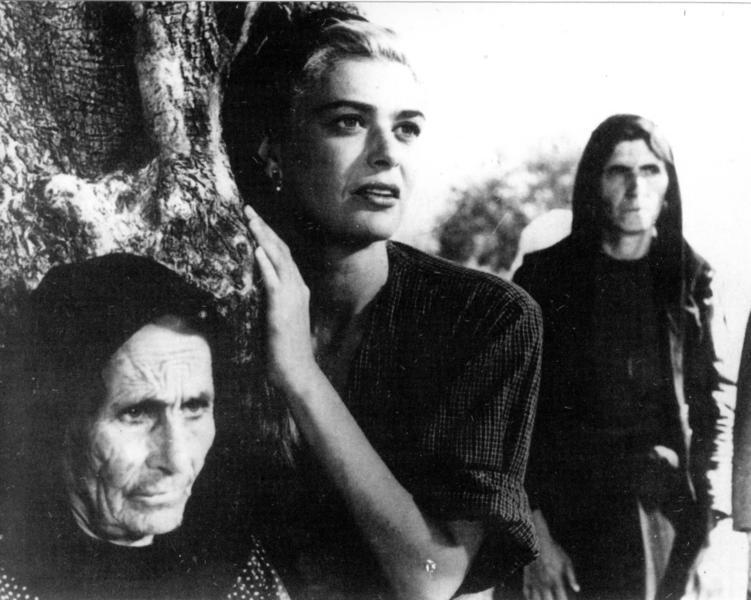 Στον ρόλο της Κατερίνας, στο φιλμ «Ο Χριστός Ξανασταυρώνεται» του Ζυλ Ντασέν (1956),