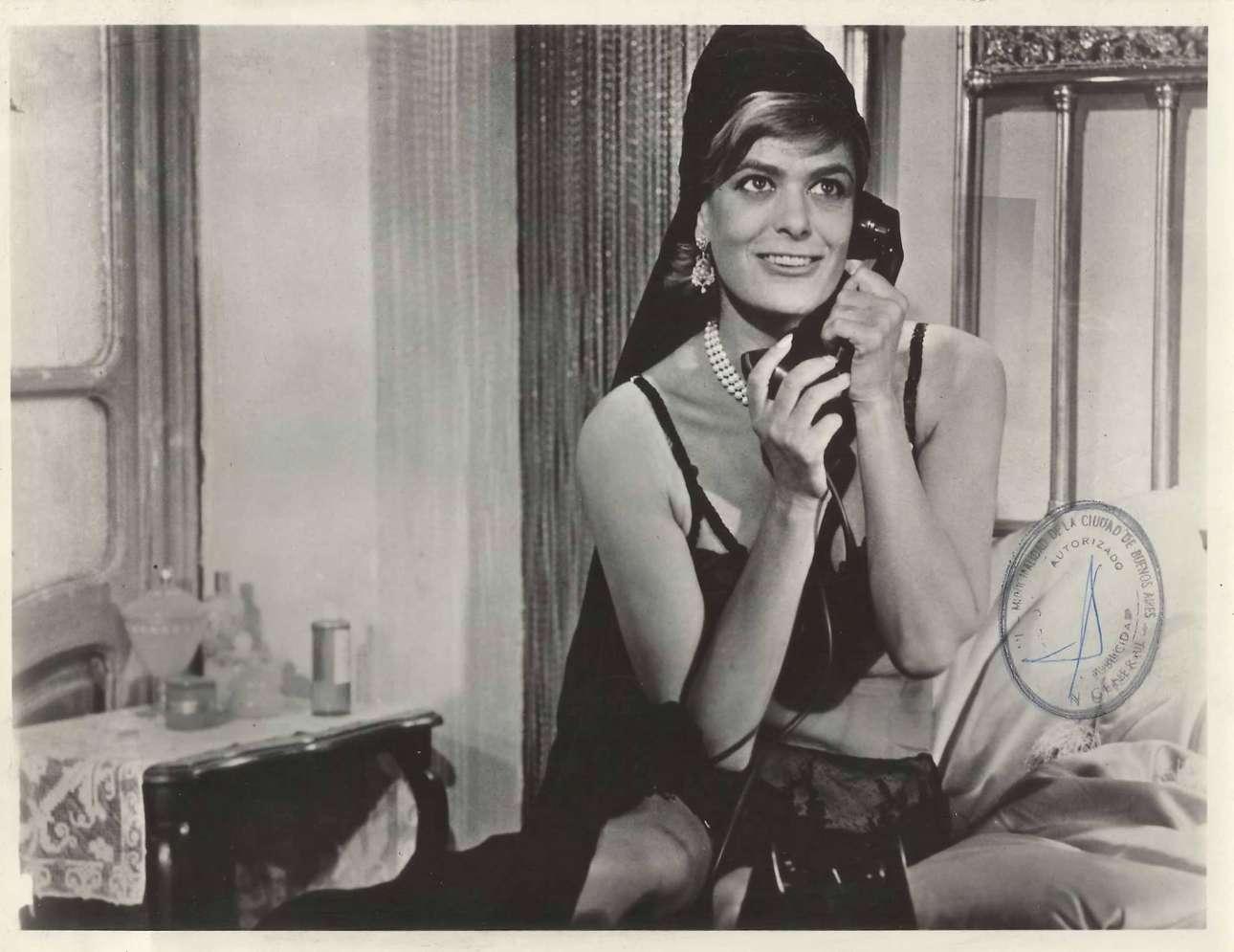 Στο «Ραντεβού στη Λισσαβώνα» (1966) των Ρόναλντ Νιμ και Κλιφ Οουεν