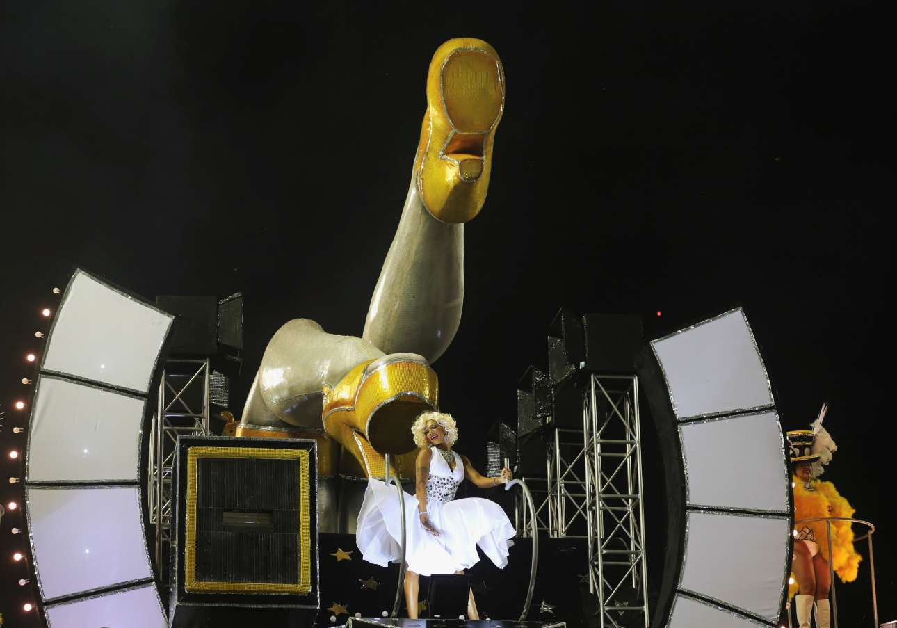 Η Μέρλιν Μονρόε -στη βραζιλιάνικη εκδοχή της- στις αποκριάτικες παρελάσεις του Ρίο