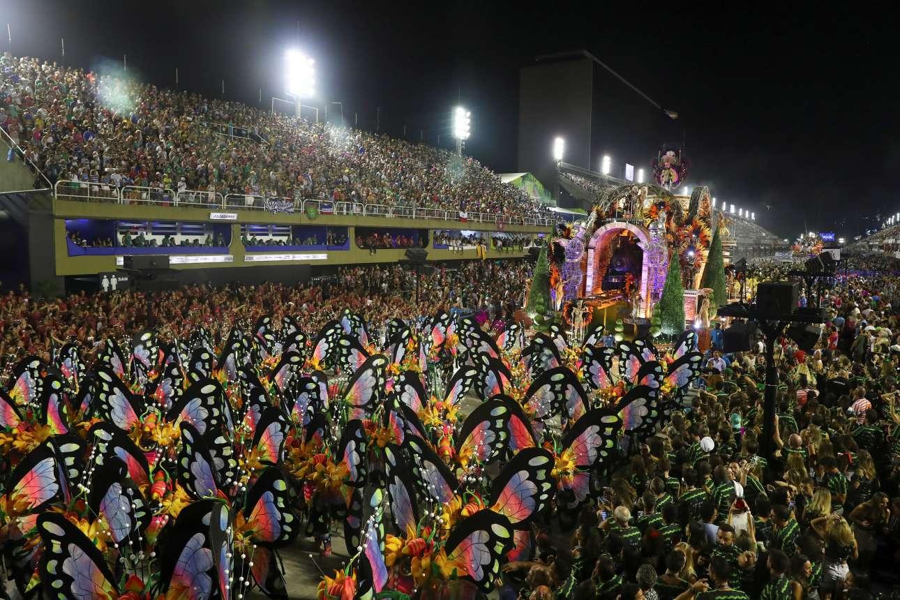 Η πίστα στο Σαμπαδρόμιο του Ρίο πλημμυρίζει από πολύχρωμες «πεταλούδες»