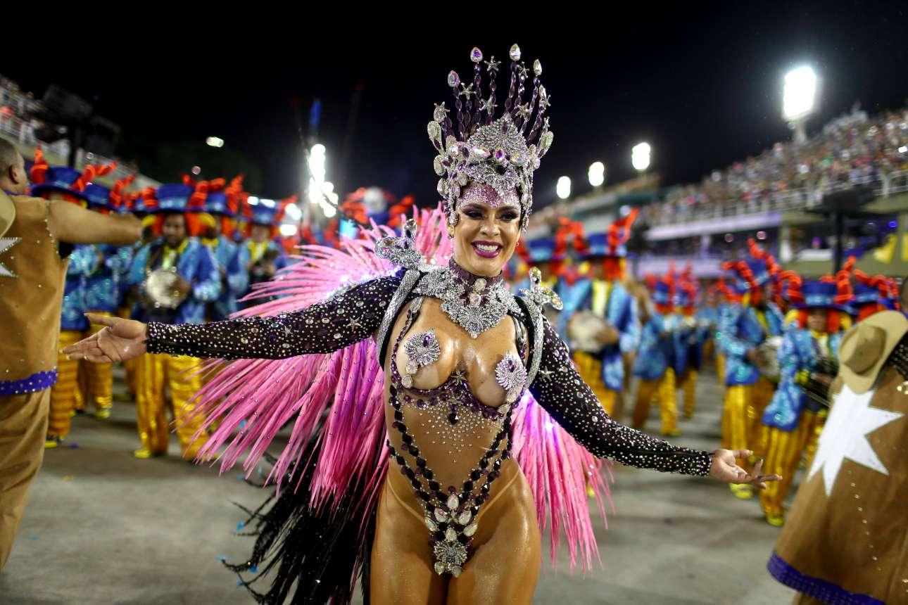 Η επιτομή του βραζιλιάνικου καρναβαλιού σε μία εικόνα