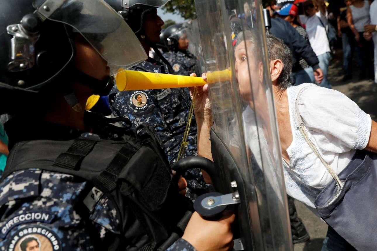 Σάββατο, 9 Μαρτίου, Βενεζουέλα. Στους δρόμους του Καράκας βρίσκονται και πάλι οι πολίτες προκειμένου να διαμαρτυρηθούν κατά της κυβέρνησης του Νικολάς Μαδούρο