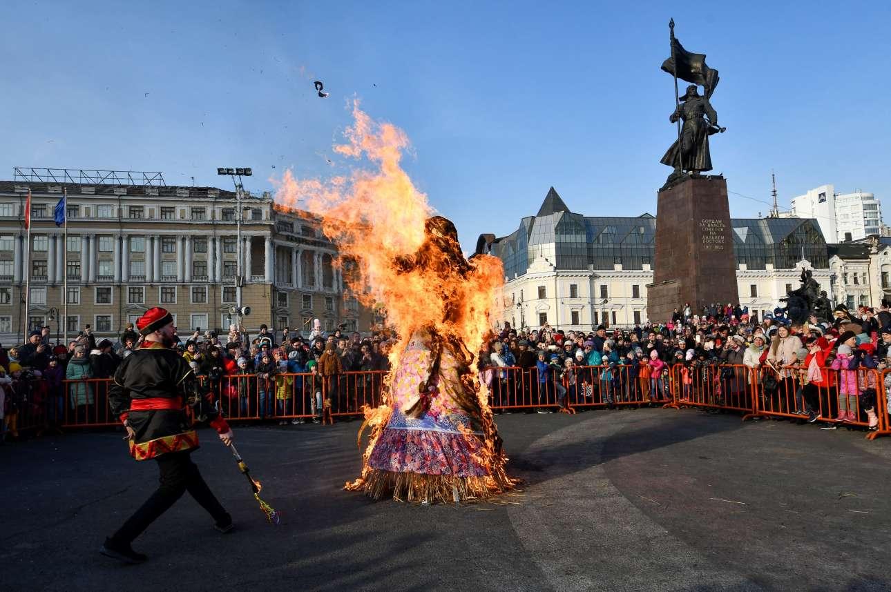 Η Μασλένιτσα καίγεται σε πλατεία του Βλαδιβοστόκ