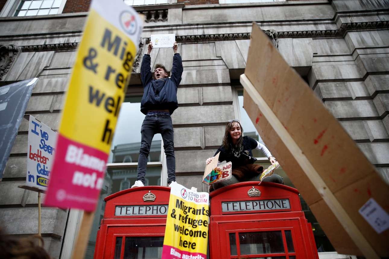 Βρετανοί μαθητές απαιτούν μέτρα για την αντιμετώπιση της κλιματικής αλλαγής και ταυτόχρονα «καλοδέχονται τους μετανάστες»
