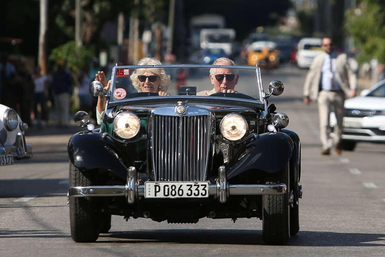26 Μαρτίου: ο πρίγκιπας της Ουαλίας οδηγεί ένα βρετανικό MG του 1952 σε δρόμο της Αβάνας - ο ρόλος του Καρόλου ήταν διαφημιστικός, αφού η έκθεση βρετανικών αυτοκινήτων στην Κούβα αποσκοπούσε στην ενίσχυση των διμερών εμπορικών σχέσεων που παρουσιάζουν κάμψη