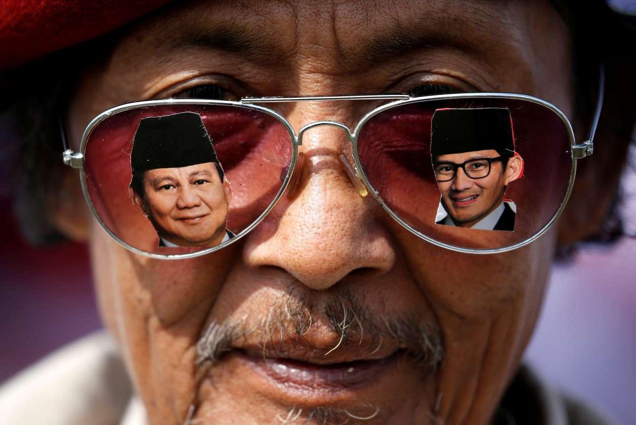 Πέμπτη, 28 Μαρτίου, Ινδονησία. Υποστηρικτής του υποψηφίου για την προεδρία της Ινδονησίας, Prabowo Subianto, συμμετέχει σε προεκλογική εκδήλωση στο Μπαντούνγκ