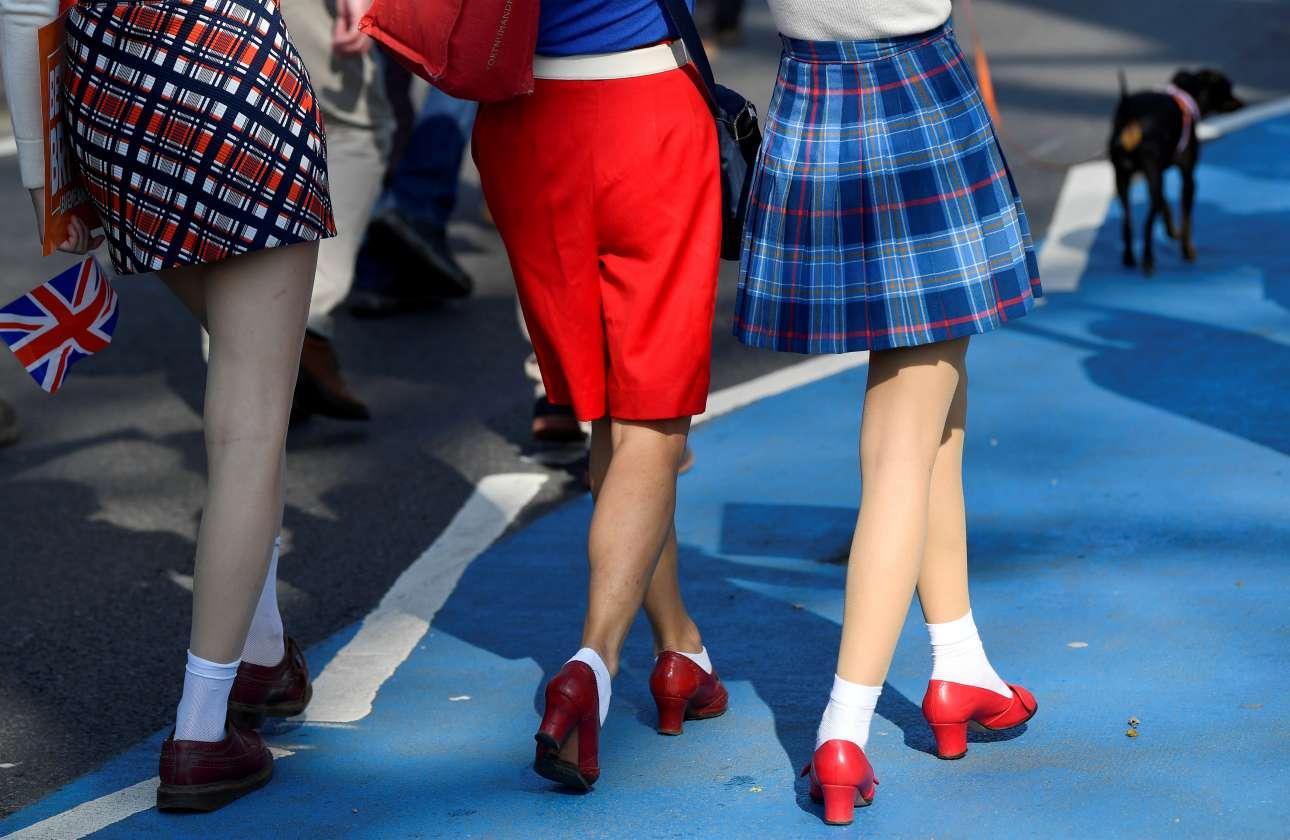 Παρασκευή, 29 Μαρτίου, Βρετανία. Τρεις νεαρές βαδίζουν στην πορεία υπέρ του Brexit στο Λονδίνο. Η 29η Μαρτίου ήταν η αρχική ημερομηνία αποχώρησης του Ηνωμένου Βασιλείου από την Ευρωπαϊκή Ενωση, προτού δοθεί μια παράταση λίγων εβδομάδων