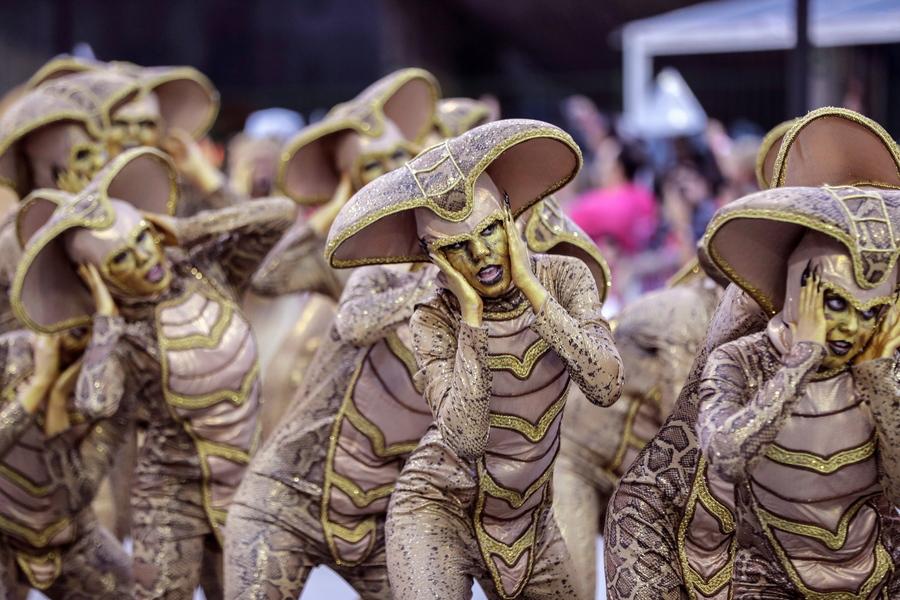 «Διαστημικά φίδια» - μέλη της σχολής σάμπα Gavioes da Fiel Special συμμετέχουν στις καρναβαλικές παρελάσεις στο Σαμπαδρόμιο του Σάο Πάολο