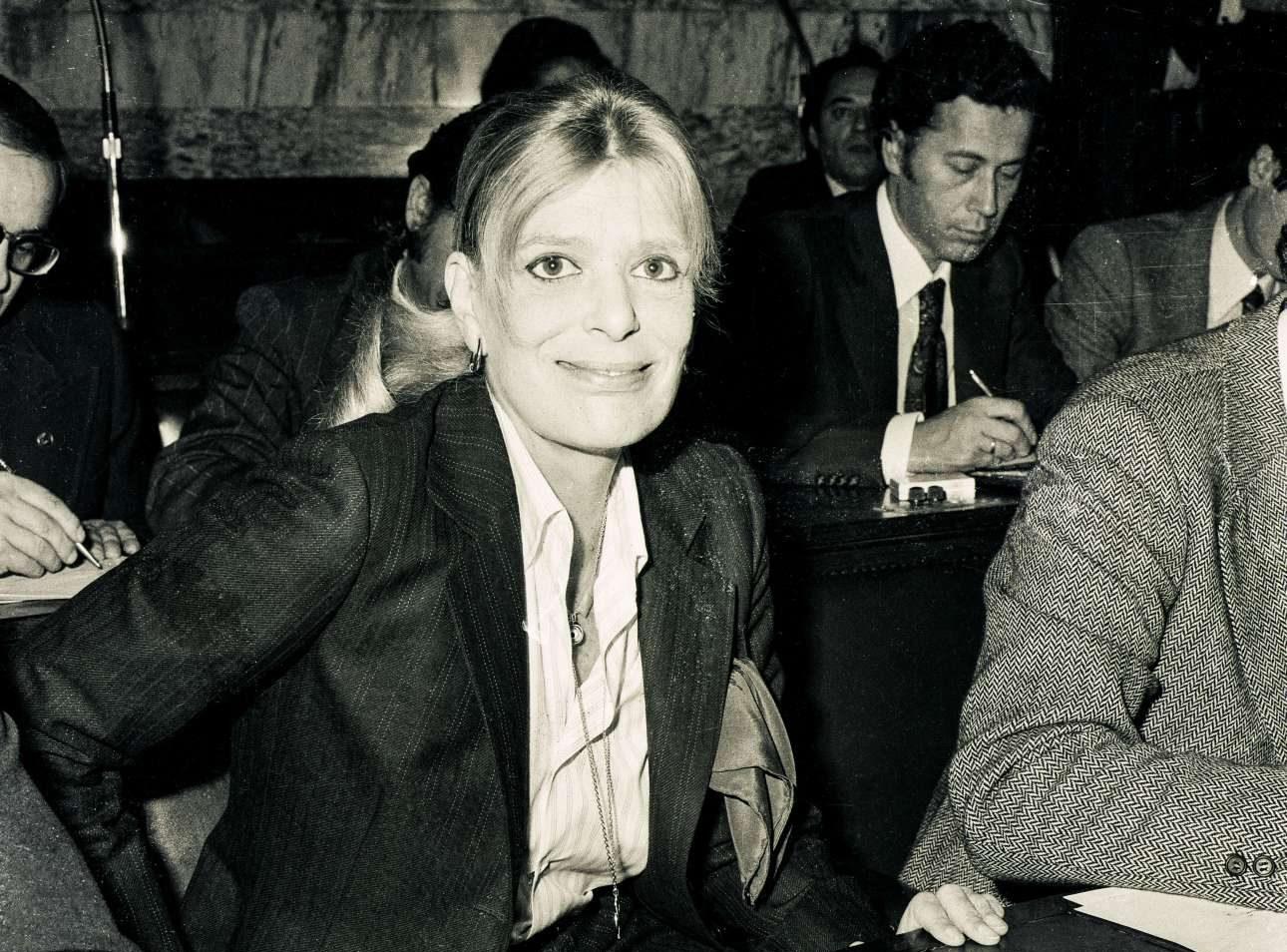 H Μελίνα τις πρώτες της φορές στα βουλευτικά έδρανα μετά τις εκλογές του 1977