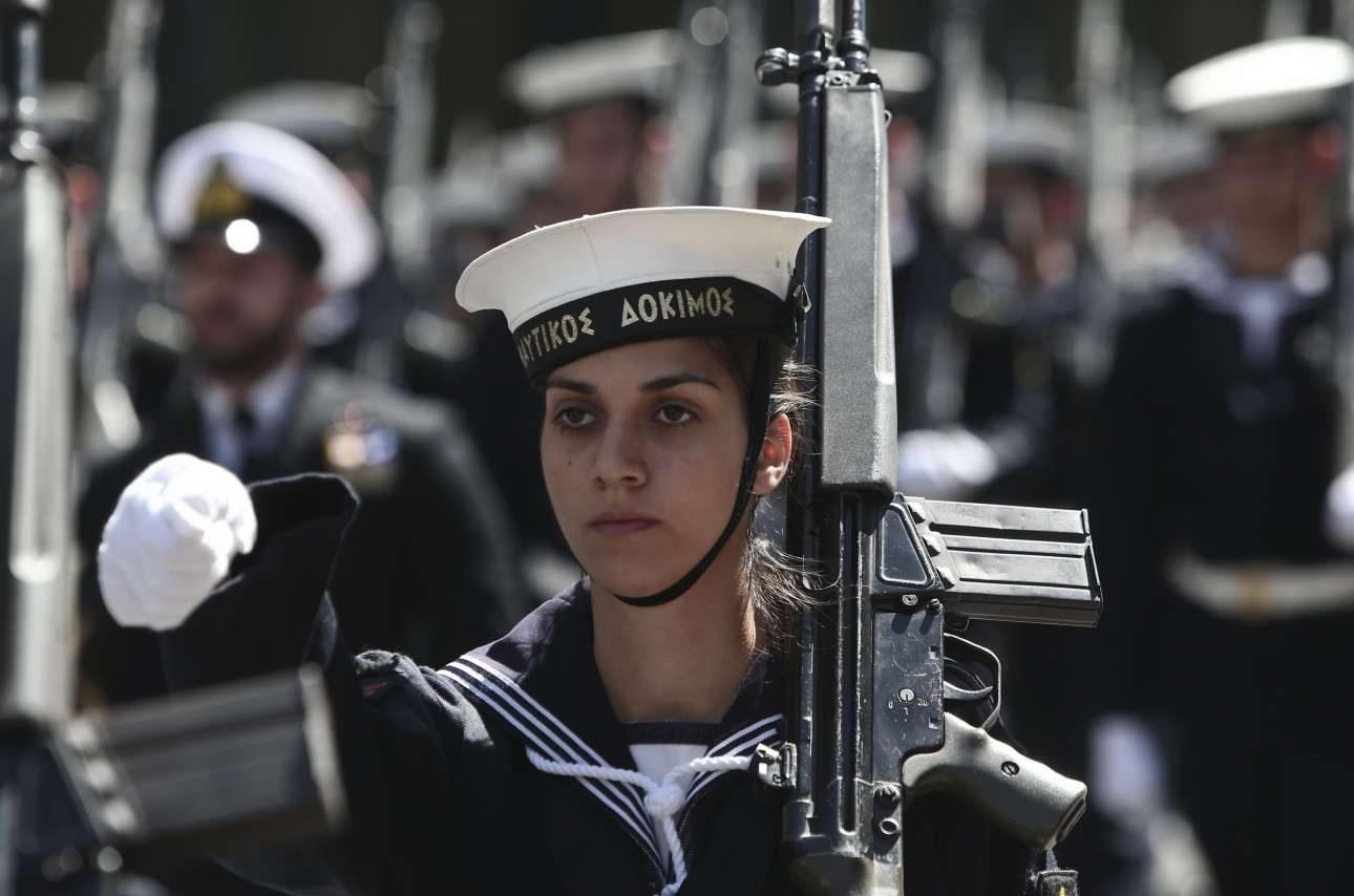 Στην παρέλαση συμμετείχαν και τμήματα ναυτικών δοκίμων