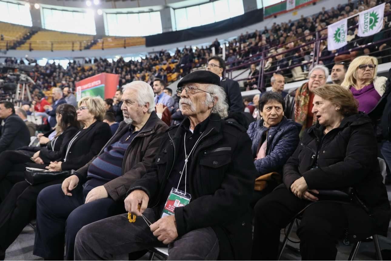 Για πολλούς από τους παριστάμενους μάλλον δεν ήταν η πρώτη συμμετοχή σε συνέδριο του ΠΑΣΟΚ