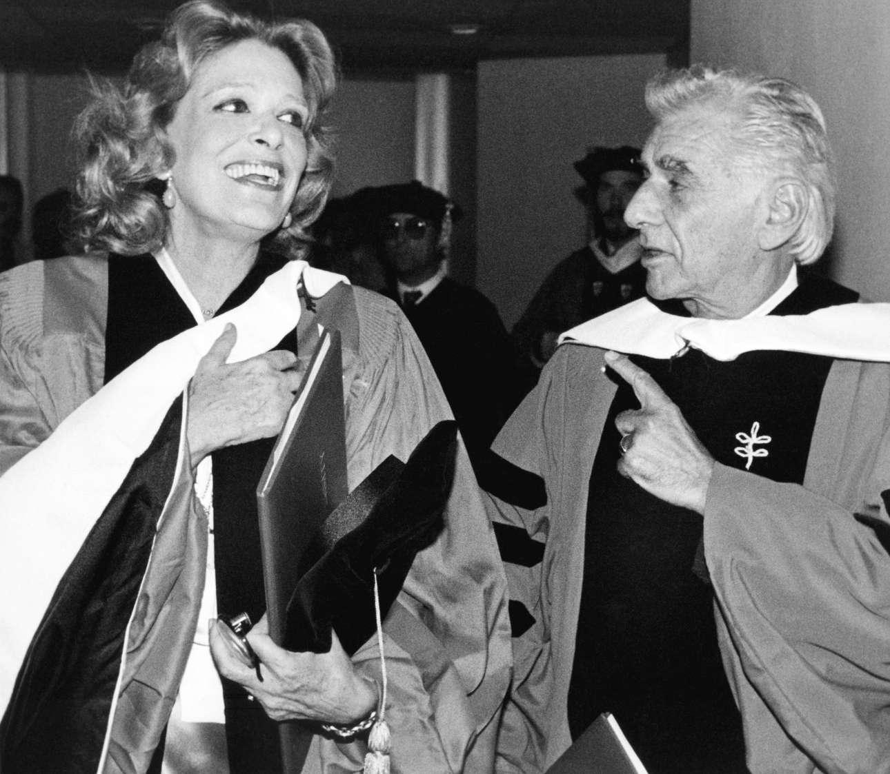 Το 1983 με τον Λέοναρντ Μπερνστάιν στο Πανεπιστήμιο της Βοστώνης, σε εκδήλωση κατά την οποία τιμήθηκαν από το φημισμένο αυτό ίδρυμα