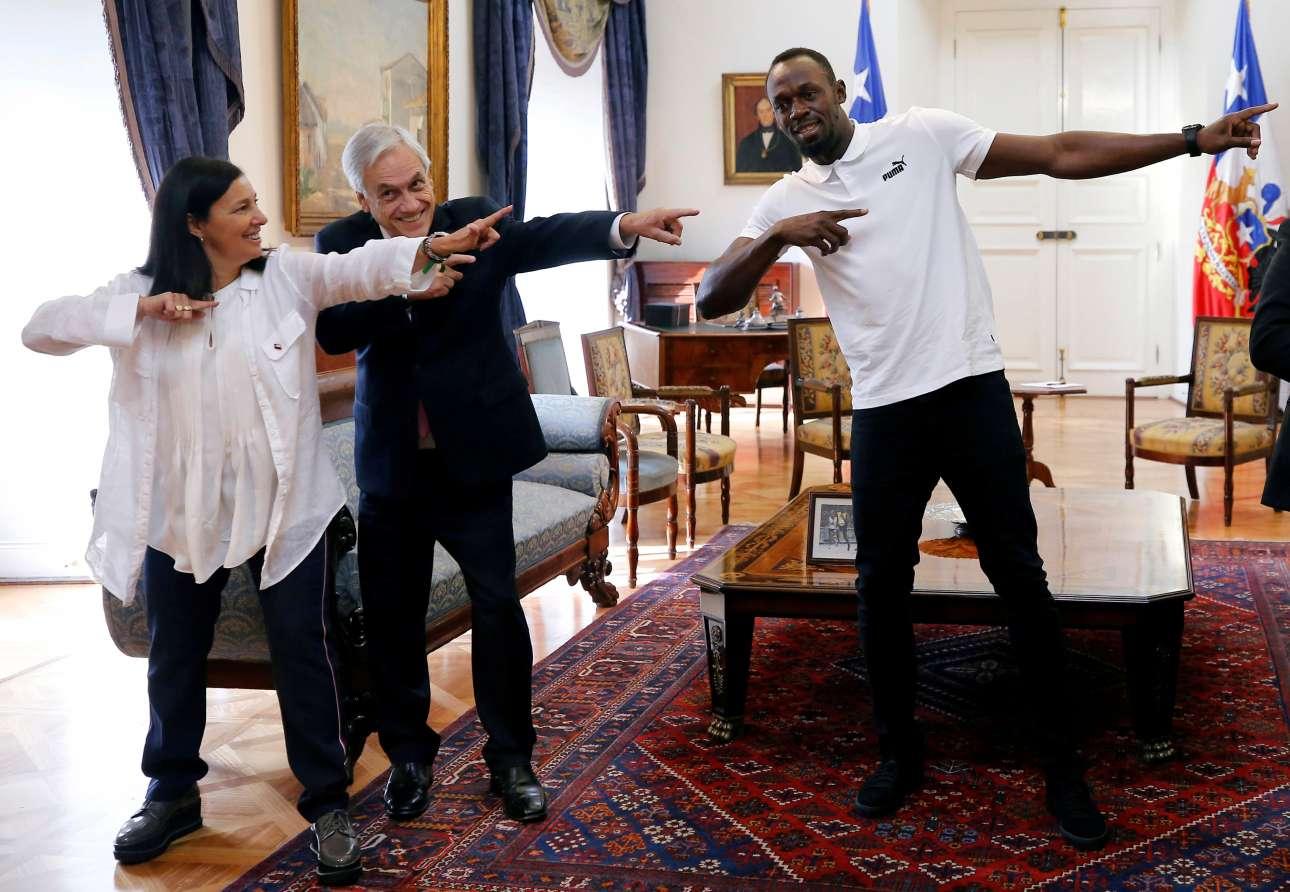 Δευτέρα, 1 Απριλίου, Χιλή. Ο πρόεδρος της Χιλής Σεμπαστιάν Πινιέρα μιμείται την χαρακτηριστική κίνηση του Γιουσέιν Μπολτ, κατά την επίσκεψη του τελευταίου στο Σαντιάγο
