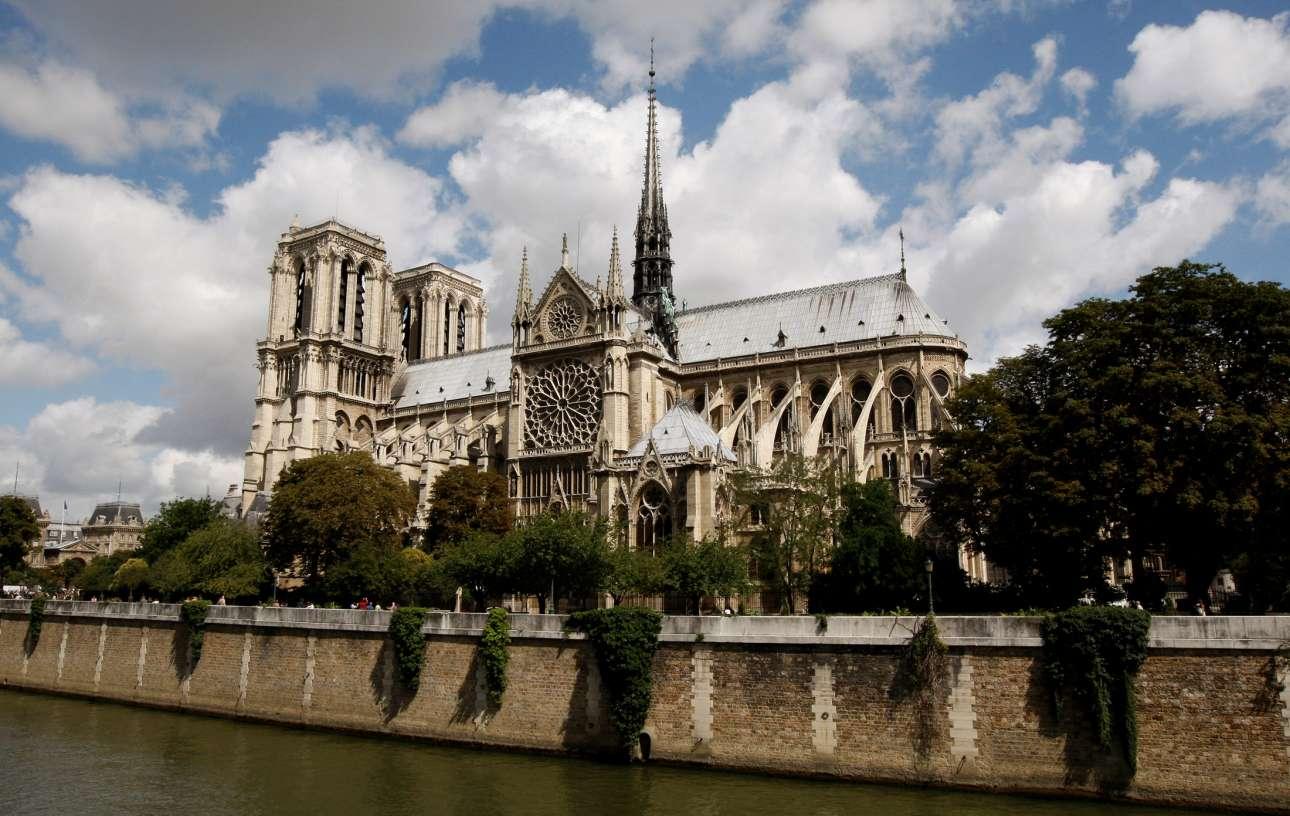 Η επιβλητική Παναγία των Παρισίων γιόρτασε τα 850 της χρόνια, το 2013