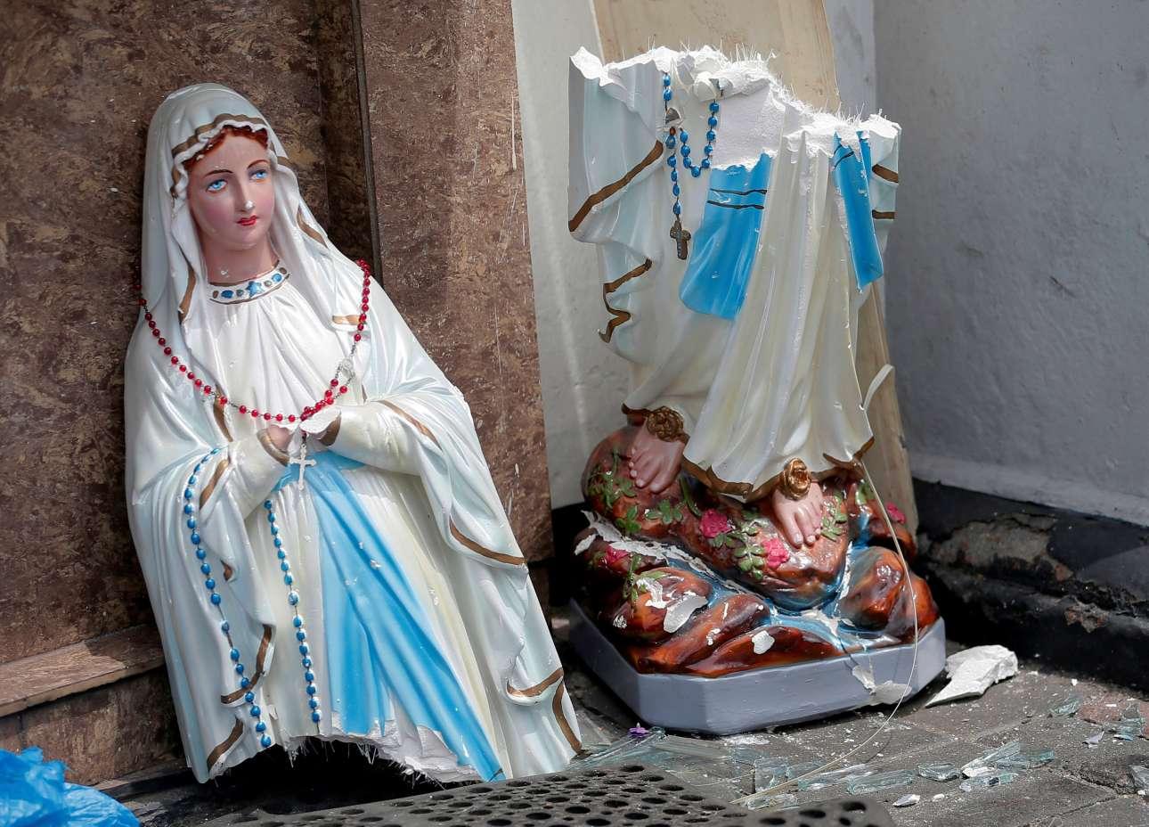 Κομμένο στη μέση άφησε η επίθεση αυτό το άγαλμα της Παναγίας σε εκκλησία του Κολόμπο
