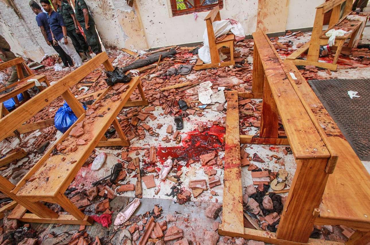 Κηλίδες αίματος, συντρίμμια στα στασίδια, ζημιές στον ναό. Ο,τι άφησε η καταστροφή στην εκκλησία του Νεγκόμπο