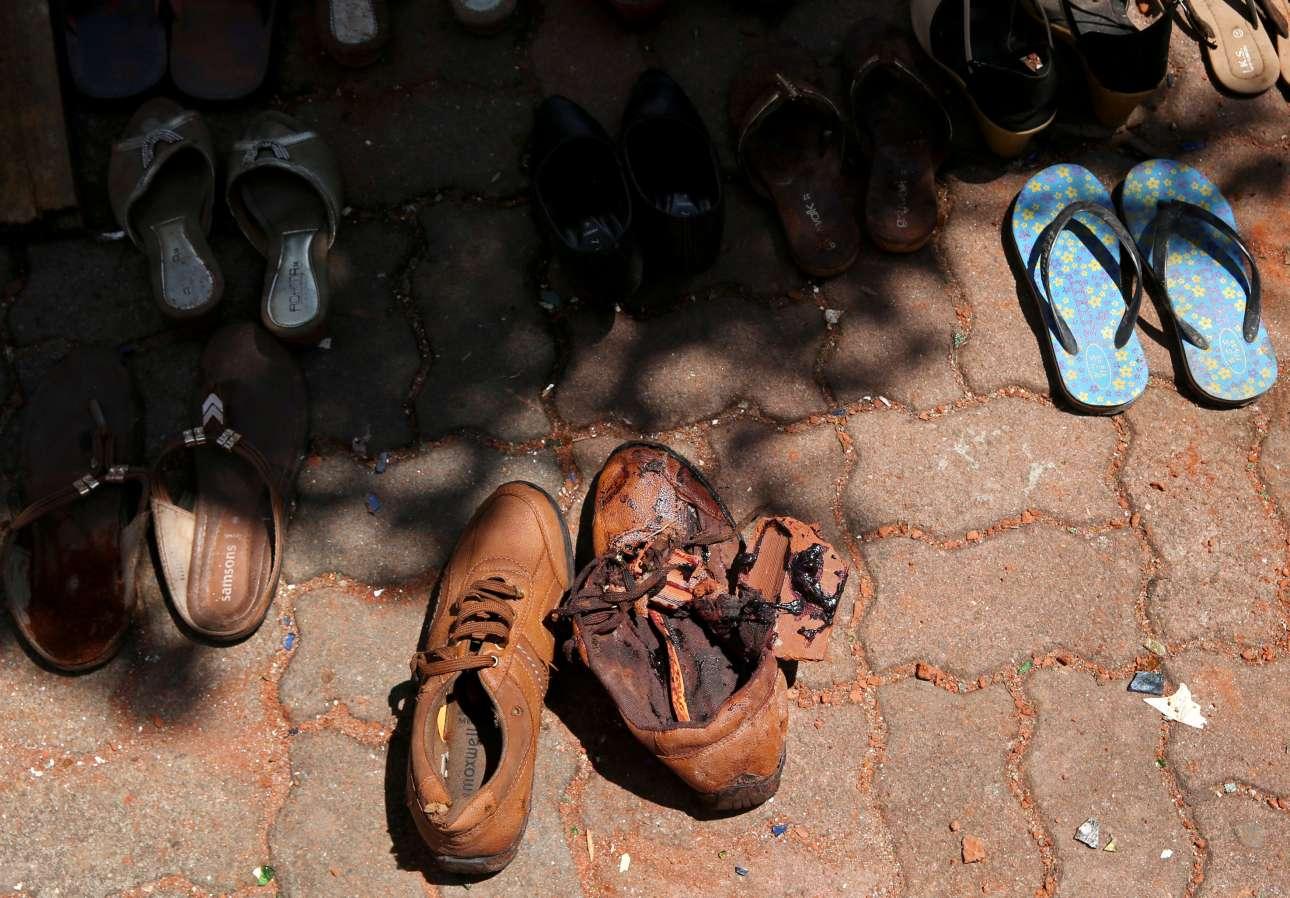 Τα παπούτσια των θυμάτων έξω από τον ναό του Αγίου Αντωνίου στο Κολόμπο