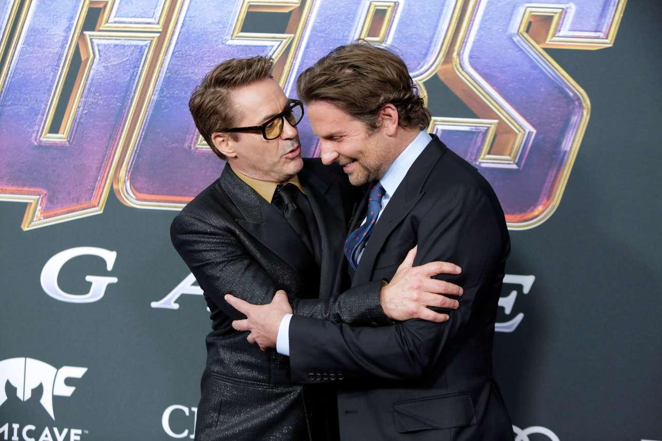 M. Δευτέρα, 22 Απριλίου, ΗΠΑ. Ο Ρόμπερτ Ντάουνι Τζούνιορ καλωσορίζει στην πρεμιέρα της πολυαναμενόμενης ταινίας-blockbuster «Avengers: Endgame» τον Μπράντλεϊ Κούπερ. Το φιλμ που συγκεντρώνει σχεδόν όλους τους ήρωες της Marvel ξεκίνησε το ταξίδι του από τη λαμπερή πρεμιέρα στο Λος Αντζελες και σαγηνεύει όλους τους κινηματογραφόφιλους ανά τον κόσμο