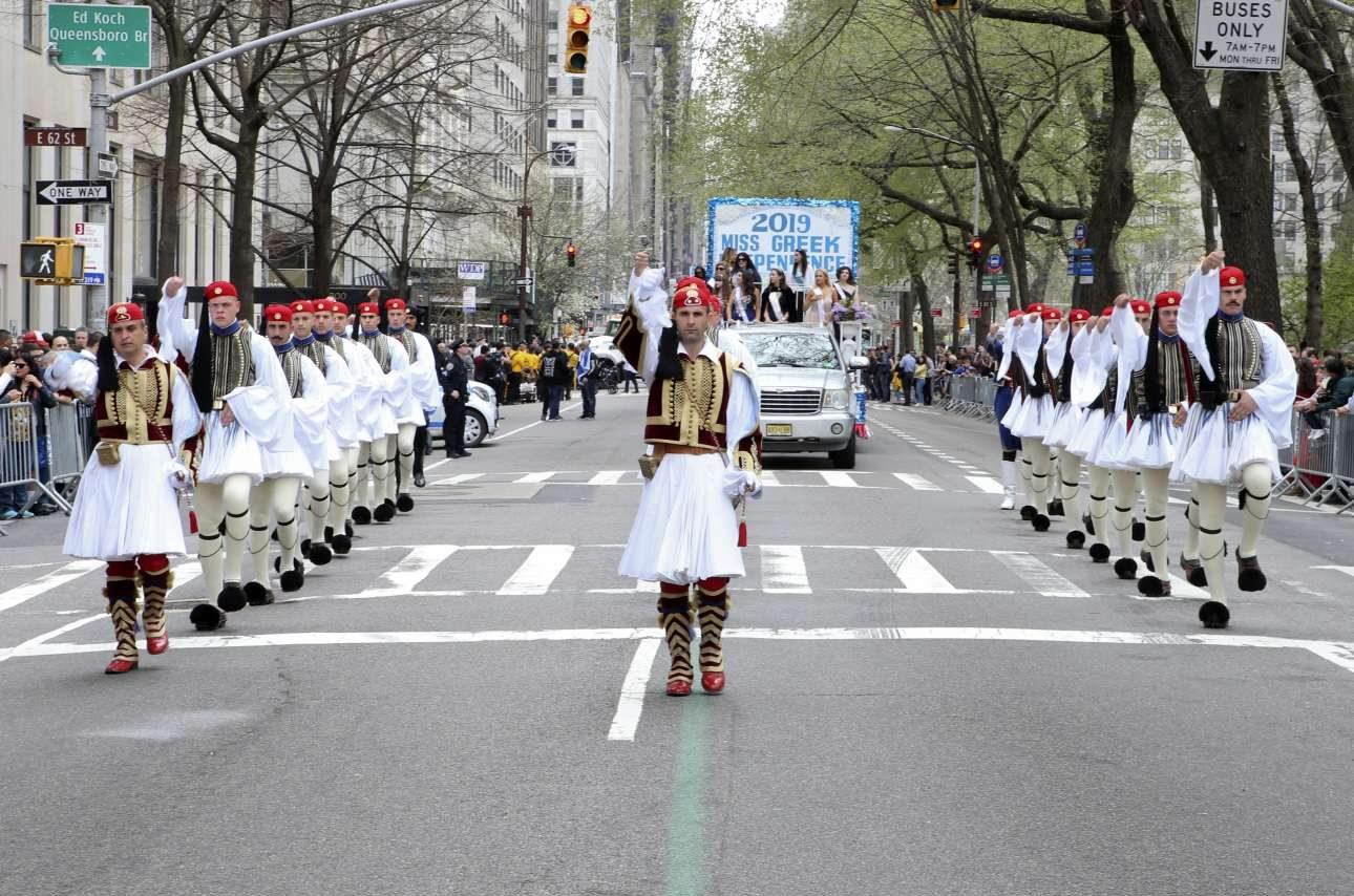 Την παρέλαση άνοιξε άγημα της Προεδρικής Φρουράς
