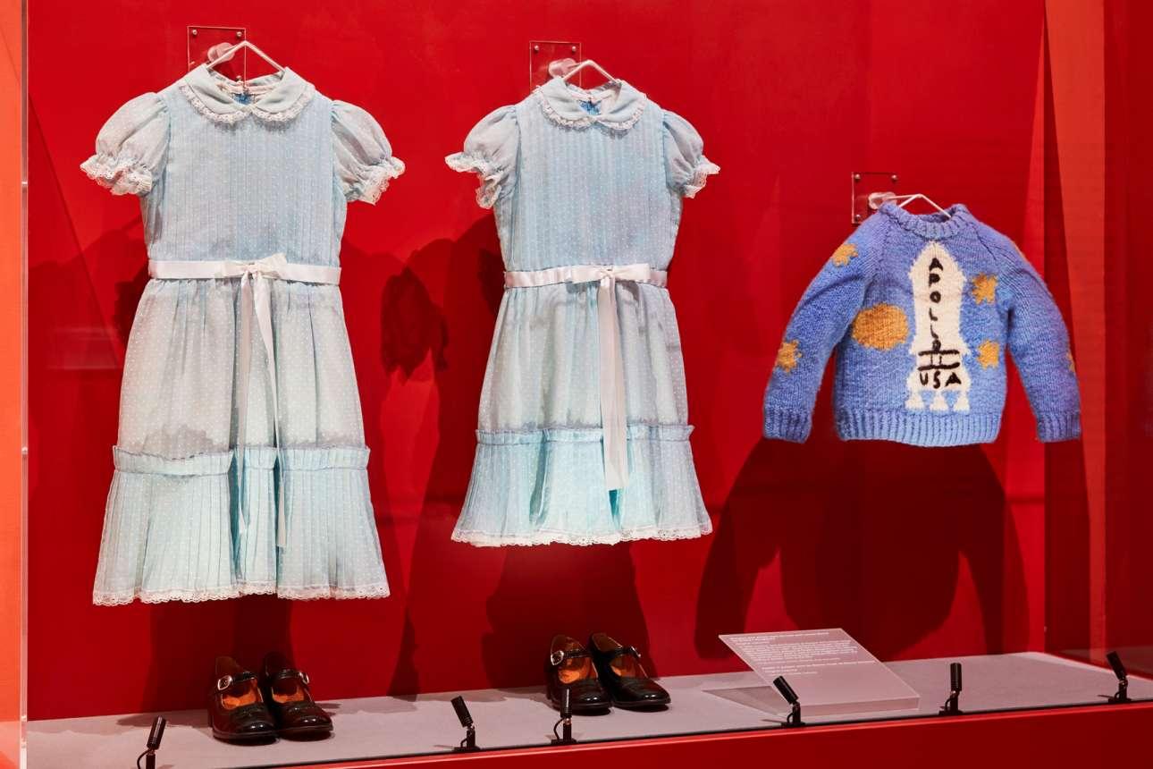 Τα χαρακτηριστικά φορέματα των δίδυμων κοριτσιών και το πουλόβερ του Ντάνι, από την ταινία «Η Λάμψη»